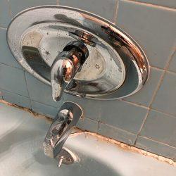 c01-bathtub-taps-installed